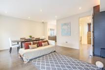 Maisonette to rent in Westbourne Gardens...