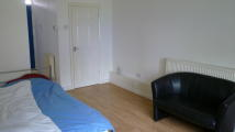 Studio apartment for sale in Queensbridge Road...