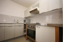 Apartment to rent in Heddington Grove...