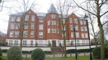 Flat to rent in The Boulevard, Chigwell...