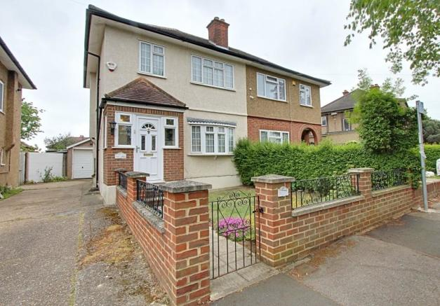 bedroom semi detached house for sale in park lane hayes middlesex