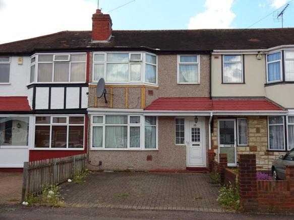 bedroom terraced house for sale in whittington avenue hayes