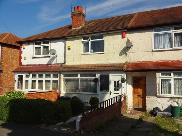 bedroom terraced house for sale in balmoral drive hayes middlesex
