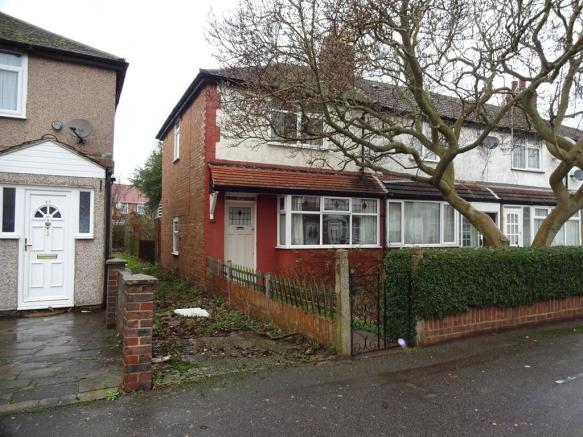 bedroom end of terrace house for sale in warwick crescent hayes
