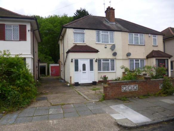 bedroom semi detached house to rent in derwent drive hayes