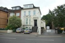 Flat to rent in Gresham Road, Staines...