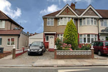 3 bed End of Terrace property in The Rise, Greenford...