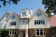 2 bedroom Flat in 16 Hereford Road...