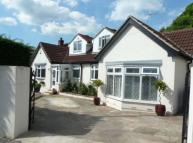 3 bed Detached Bungalow in Coal Hill Lane, Farsley...