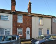 Terraced home to rent in Chapel Street, Faversham