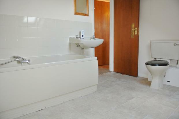 Cranleigh-bathroom