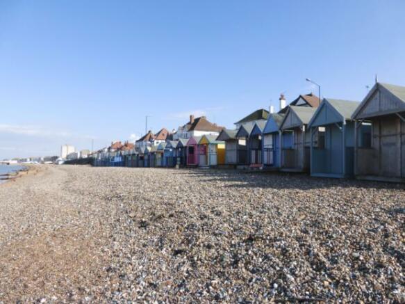 HB-Beach Huts Front Beach