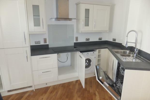 VictoriaMews-kitchen2