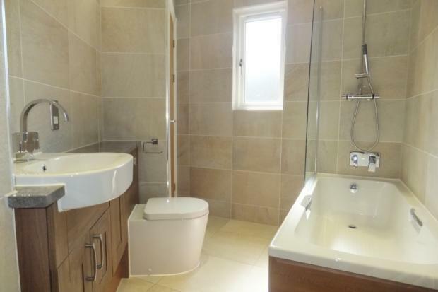VictoriaMews-bathroom1