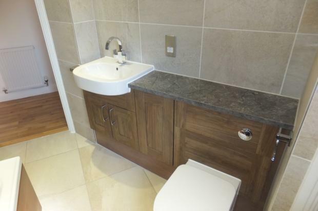 VictoriaMews-bathroom2