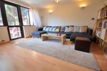 2 bed house in Rotterdam Drive, London