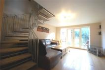 2 bedroom property to rent in Claire Place, London