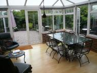 Town House to rent in Virginia Place, Cobham...