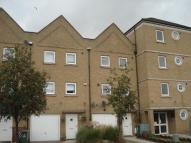Town House to rent in Wharfside Close, Erith...