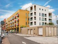 2 bed Flat for sale in Coombe Lane...