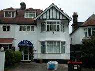 Flat to rent in Queens Road, Hendon