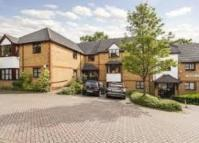 2 bed Flat to rent in Admiral Court Barton...