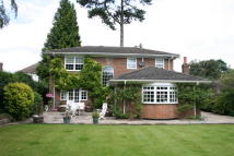 4 bedroom Detached house to rent in Garratts Lane, Banstead...
