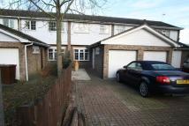 Town House to rent in Farrington Crescent...