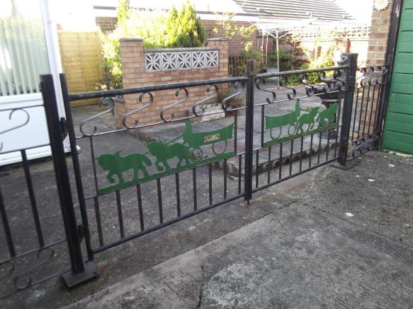 REAR GDN GATES