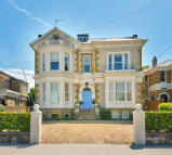 6 bedroom Detached home in Queens Road, Ryde