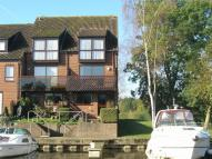 3 bed semi detached property for sale in Temple Mill Island...