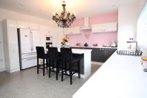 6 bed End of Terrace home in Thurlestone Avenue...