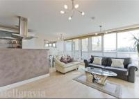 Flat to rent in Oyster Wharf, Battersea