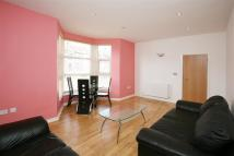 2 bed Flat to rent in Kingswood Road, Ilford...
