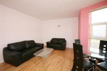 Flat to rent in Kingswood Road, Ilford...