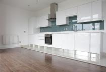 Flat to rent in Copperfield Road, London...