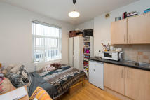 Studio apartment in Chalk Farm Road, NW1 8AN