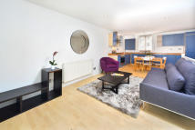 2 bedroom Maisonette in Chalk Farm Road, NW1 8AN
