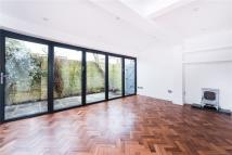 3 bed Terraced house in Chapel Road, Twickenham...