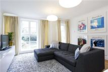 Flat to rent in Queens Road, Richmond...