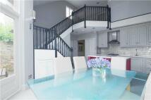 2 bedroom Cottage in Orleans Road, Twickenham...