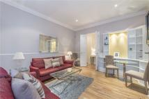 Flat to rent in Draycott Avenue, London...