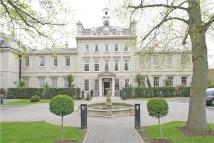 Flat to rent in High Street, Esher...