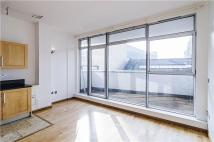 Flat to rent in Arbutus Street, London...