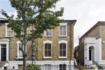 2 bed Flat in Queen Margarets Grove...