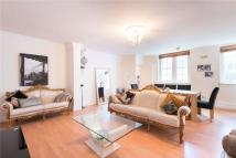 2 bedroom house in Florence Street, London...