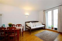 2 bedroom Flat in Anderson Square, London...