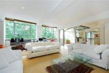 2 bedroom Flat in Barnsbury Square, London...