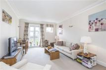Flat to rent in Chantry Square, London...
