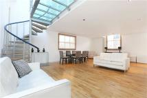 Mews to rent in Pembroke Mews, London, W8